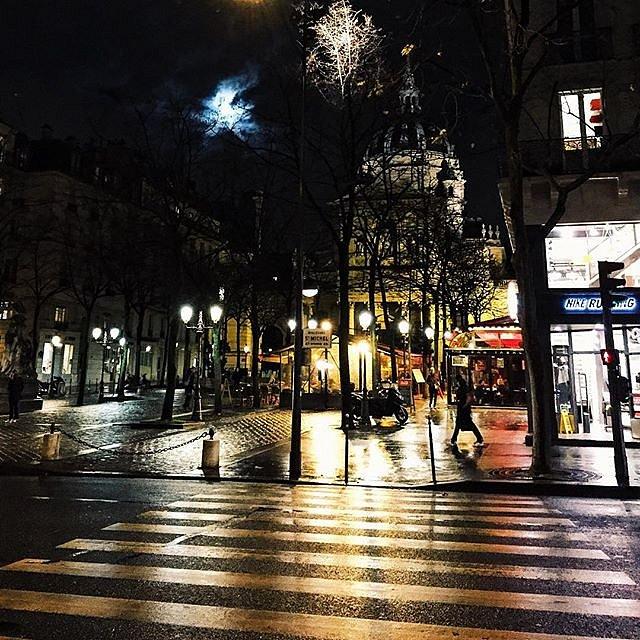 Under the moon #paris #placedelasorbonne #sorbonne